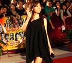 张靓颖黑短裙清爽明亮
