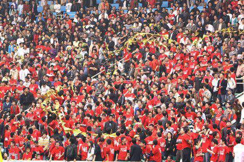图文:[中甲]成都0-0江苏舜天 红色海洋