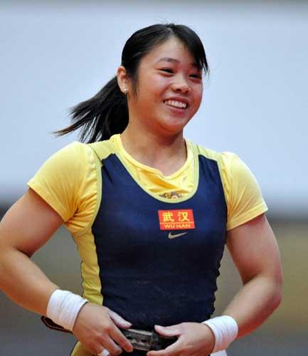图文:女子举重63公斤级决赛 冯嘉喜获亚军