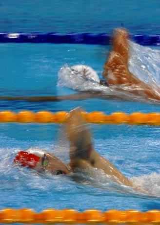图文:城运会游泳比赛 香港队选手施幸余比赛中