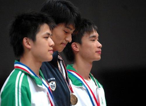 图文:城运会击剑比赛 男佩剑个人上海何伟夺冠