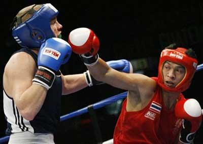 图文:[拳击]世锦赛第五日 芬兰与泰国选手比赛