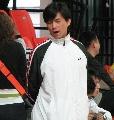 图文:叶冲带队出战城运会 比赛结束背手打哈欠