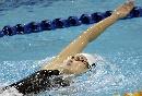 图文:六城会女子200米仰泳决赛 周妍欣在比赛
