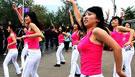 北京健美女郎寒风中热舞