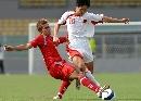 图文:[世界杯]缅甸VS国足 郑斌比赛中拼抢
