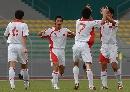 图文:[世界杯]缅甸VS国足 刘健与队友庆祝