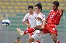 图文:[世界杯]缅甸VS国足 张笑非比赛中拼抢