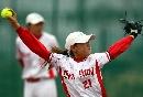 图文:郑州女垒7-0战胜沈阳女垒 沈阳投手发球