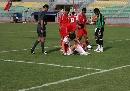 图文:[世界杯]中国4-0缅甸 大羽禁区倒地