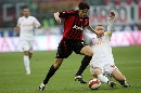 图文:[意甲]米兰0-1罗马 卡卡突破受阻
