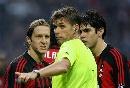 图文:[意甲]米兰0-1罗马 安布染红