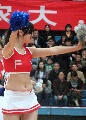 图文:乖巧可爱篮球宝贝热舞城运赛场 翩翩舞蹈