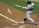 图文:[棒球]红袜VS落基山 球棒断裂