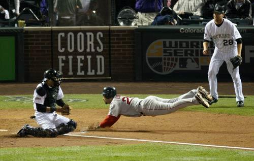 图文:[棒球]红袜VS落基山 跑回本垒