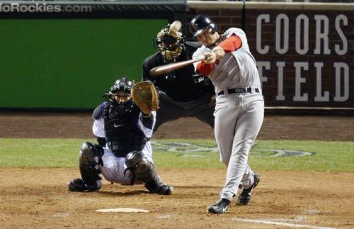 图文:[棒球]红袜VS落基山 鲍比全垒打