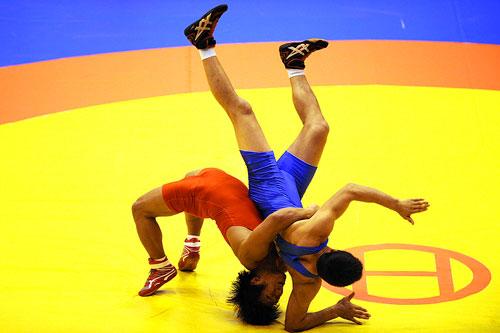 男子:城运成语自由式摔跤姜涛力拔鞠立杰矢v男子的图文图片