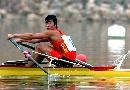 图文:男子8公里单人双桨决赛 张亮在比赛中
