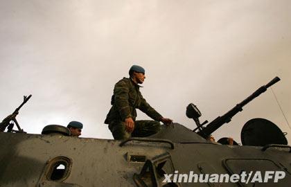 10月26日,土耳其士兵在土耳其与伊拉克边境附近的舍尔纳克省巡逻。据土耳其阿纳多卢通讯社26日报道,土耳其军方当天继续向土耳其与伊拉克边境增派兵力。新华社/法新