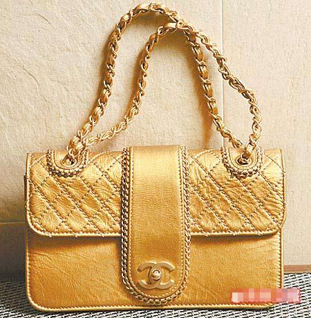 Chanel金色菱格纹炼带包。8万3800元