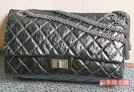 刚上市的Chanel 2.55也出现在米兰站。16万8000元