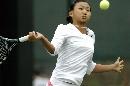 图文:网球女子单打第三轮 周弈妙跑动中击球
