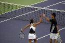 图文:[城运会]网球混双决赛 武汉选手击掌相庆