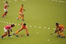 图文:广州女曲3-2胜南京 一人突破对手防守