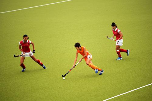 图文:广州女曲3-2胜南京 禁区内进攻与防守
