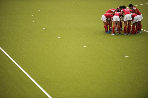 图文:广州女曲3-2胜南京 庆祝比赛中进球