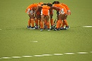 图文:广州女曲3-2胜南京 聚集在一起庆祝进球
