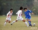 图文:广州女足4-2点杀北京 北京队二对一