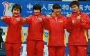 图文:六城会女佩团体赛颁奖南京夺冠 奖台搞怪