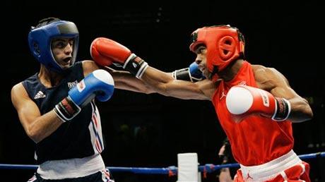 图文:拳击世锦赛第八日 54KG美法拳手激烈搏斗