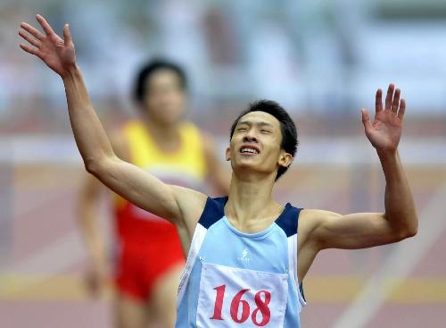 图文:城运会男子400米栏决赛 余子培冲刺时刻
