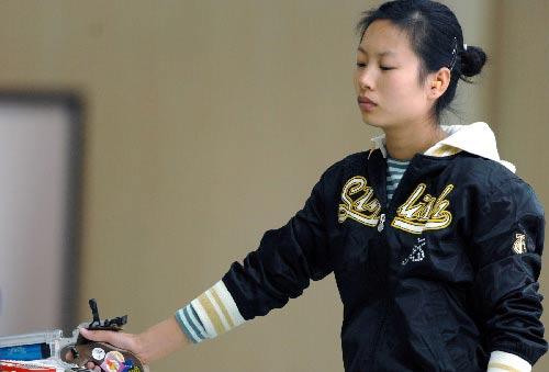 图文:城运会射击美女总动员 冷面美女王德辉