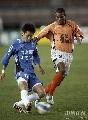 图文:[中超]青岛中能1-0武汉 维森特防守