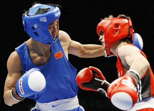 图文:[拳击]世锦赛第九日 邹市明右手重拳出击
