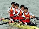 图文:六城会男子2000米四人单桨 显示不凡气势