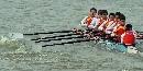 图文:男子2000米八人单桨有舵赛 划桨齐心协力