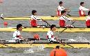 图文:男子轻量级2000米四人单桨 力拼冲刺速度
