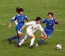 图文:女足半决赛大连点杀广州 广州队二人包夹