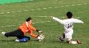 图文:女足半决赛大连点杀广州 门将出击解险情