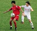 图文:女足半决赛武汉4-0南通 南通背后欲出脚