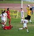 图文:女足半决赛武汉4-0南通 头球被门将得到