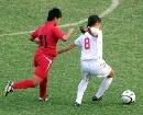 图文:女足半决赛武汉4-0南通 摆脱对方防守