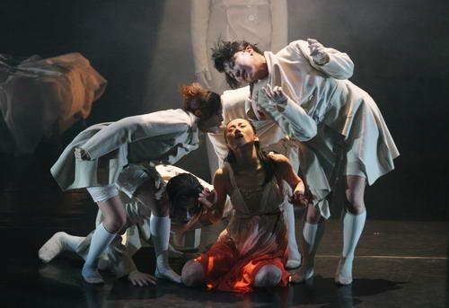 资料图片:现代舞蹈戏剧-惊梦 1