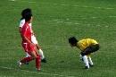 图文:城运会女足半决赛 门将死死保住皮球