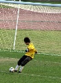 图文:城运会女足半决赛 门将准备开出球门球