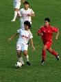 图文:东道主武汉4-0大胜南通 优雅带球突破